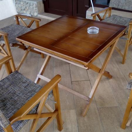 Столик на улицу